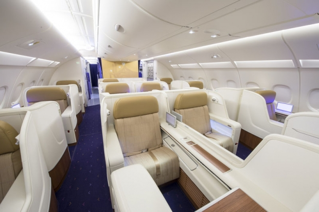 Paris bangkok avec l a380 de thai airways expatriation for Interieur 777 300