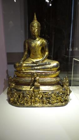 La déesse de la terre sous Bouddha