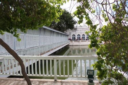 Le pont reliant Warophat Phiman au Teravaraj Kanlai